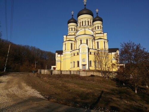 """La data 22 martie 2015 a fost organizat un pelerinaj la Mănăstirea """"Hîncu"""" cu Primarul or. Codru Vladimir Munteanu"""